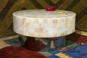 Mesa redonda de onix  con base de inox - Dimensiones: 70 x 40 cm - Iluminación bajo consumo incluida