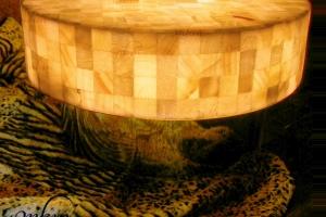 Mesa redonda de onix  con base de inox.  - Dimensiones: 80 x 40 cm - Iluminación bajo consumo incluida