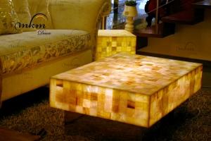 Mesa rectangular de onix con bases de inox - Dimensiones: 100 x 70 x 35 cm - Iluminación bajo consumo incluida