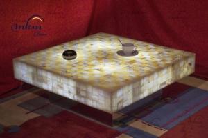 Mesa cuadrada de onix con bases de inox - Dimensiones: 90 x 90 x 30 cm - Iluminación bajo consumo incluida
