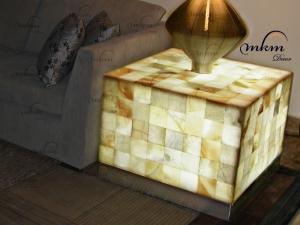 Mesa cuadrada de onix con cenefa de inox - Dimensiones: 40 x 40 x 30 cm - Iluminación bajo consumo incluida