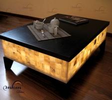 Mesa rectangular de onix con tapa y patas de madera - Dimensiones: 103 x 73 x 40 cm - Iluminación bajo consumo incluida