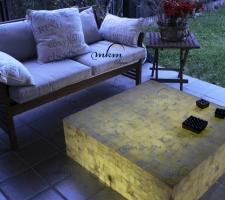 Mesa cuadrada de onix - Dimensiones: 90 x 90 x 30 cm - Iluminación bajo consumo incluida.
