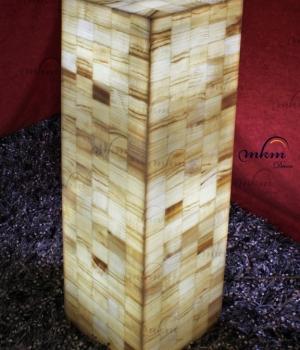 Columnas cuadradas de Onix - Dimensiones: 25 cm x 100 cm - Solicite información sobre la medida que desee. Iluminación bajo consumo incluida