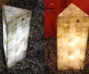 Columnas triangulares de Onix  en varios tamaños - Solicite información sobre la medida que desee. Iluminación bajo consumo incluida