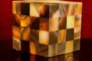 Columnas cuadrada de Onix - Dimensiones: 20 x 20 cm - Solicite información sobre la medida que desee. Iluminación bajo consumo incluida