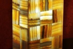 Columna rectangular de Onix - Dimensiones: 10 x 15 x 30 cm - Solicite información sobre la medida que desee. Iluminación bajo consumo incluida