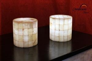 Lampara sobremesa cilindrica de onix  - Dimensiones: 25 x 20 cm - Iluminación bajo consumo incluida