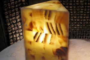 Sobremesas triangulares de Onix - Dimensiones: 20 x 30 cm - Solicite información sobre la medida que desee. Iluminación bajo consumo incluida