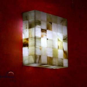 Aplique cuadrado de Onix - Dimensiones: 30 x 10 cm - Solicite información sobre la medida que desee. Iluminación bajo consumo incluida