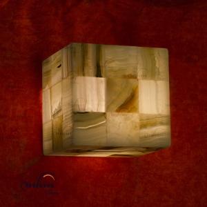Aplique cuadrado de Onix - Dimensiones: 15 x 15 cm - Solicite información sobre la medida que desee. Iluminación bajo consumo incluida