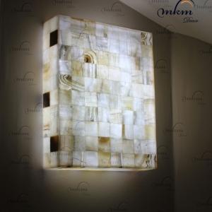 Aplique rectangular de Onix - Dimensiones: 40 x 10 x 50 cm - Solicite información sobre la medida que desee. Iluminación bajo consumo incluida