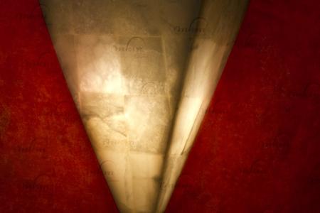 Aplique piramidal de Onix - Dimensiones: 20 x 25 cm - Solicite información sobre la medida que desee. Iluminación bajo consumo incluida