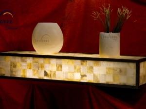 Consola de onix con marco envejecido - Dimensiones: 120 x 30 x 20 cm - Solicite información sobre la medida que desee. Iluminación bajo consumo incluida